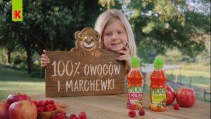 Kubuś prezentuje swoje soki 100% owoców i marchewki